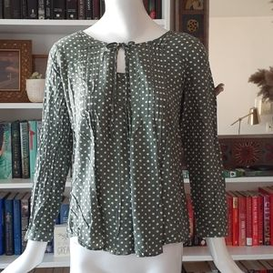 🔥3/30$  Suzanne Betro polka dots olive blouse